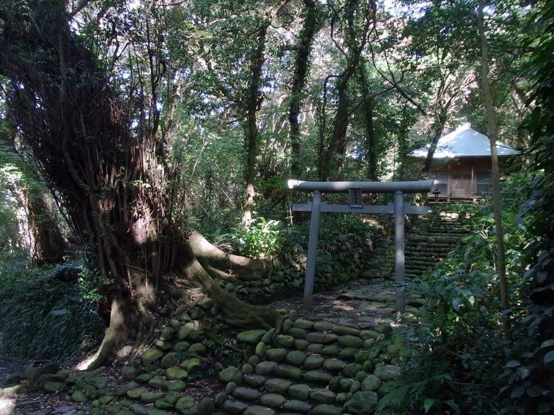 御祭神社・満願寺