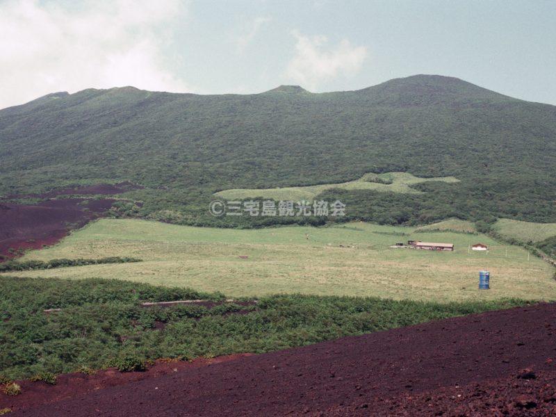 七島展望台から臨む雄山